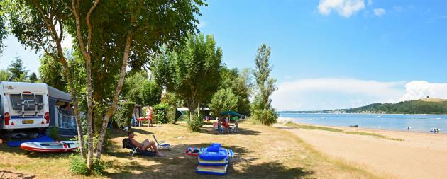 emplacement camping au bord du lac